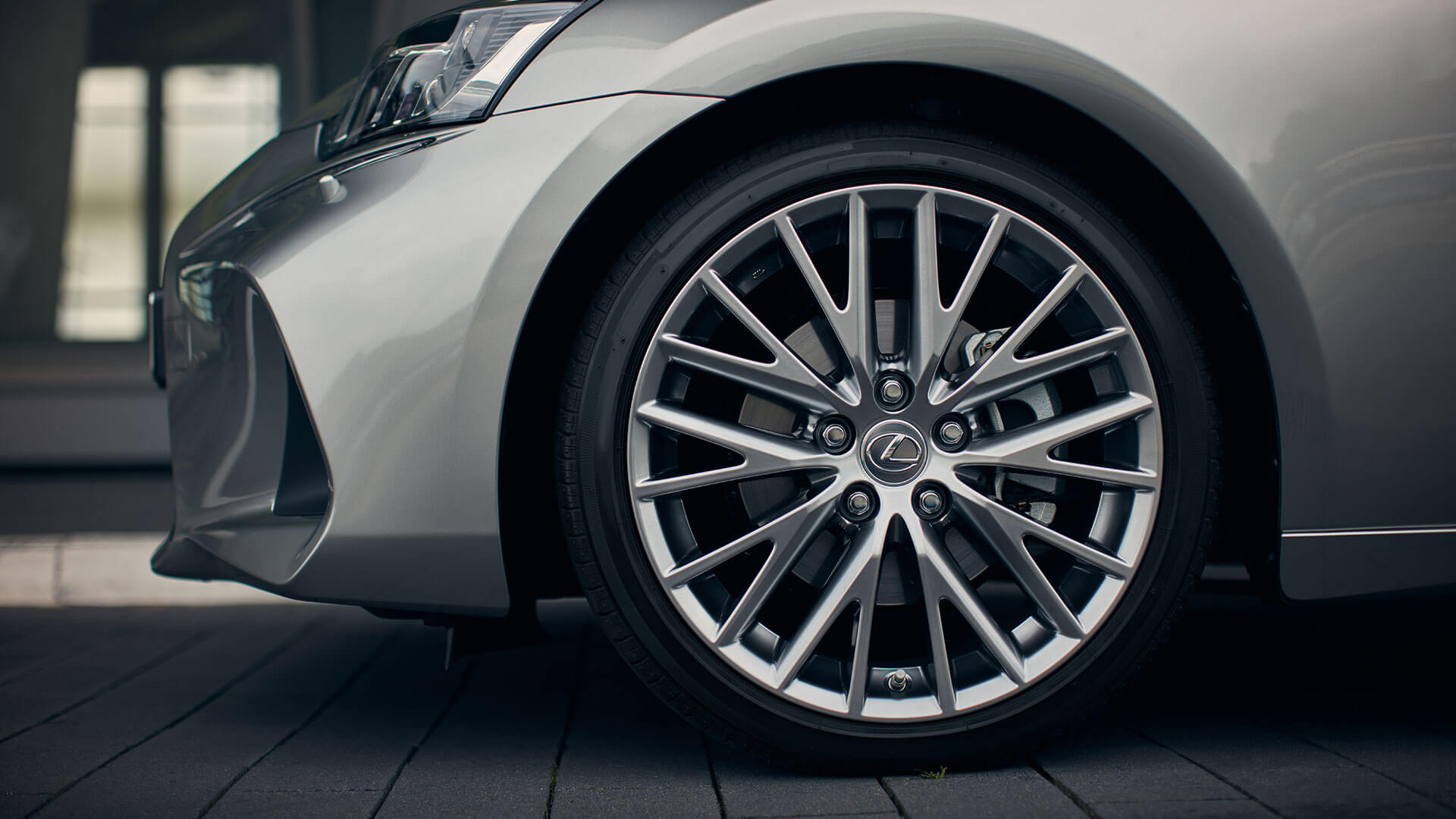 2017 lexus is 300h features alloy wheel
