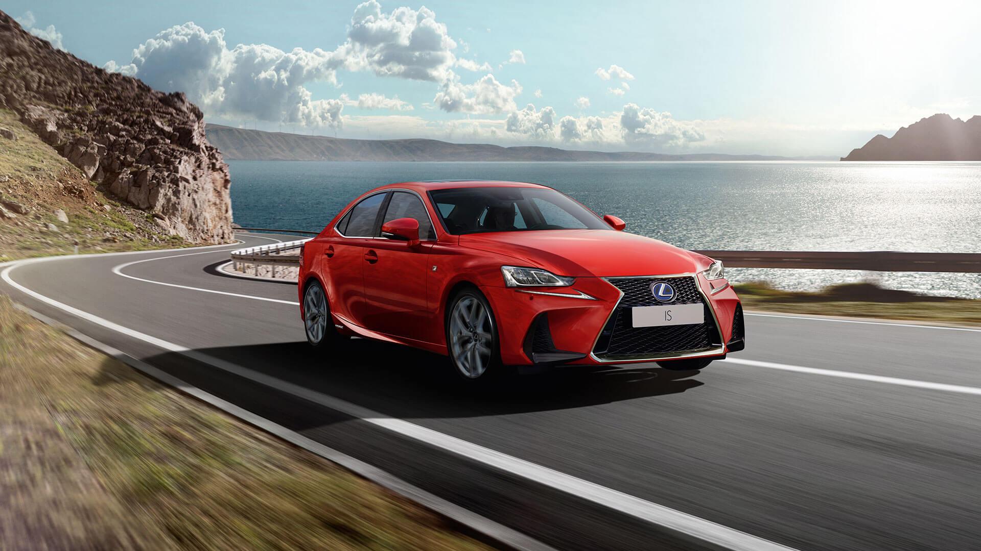 Lexus IS rot Seitenansicht fahrend