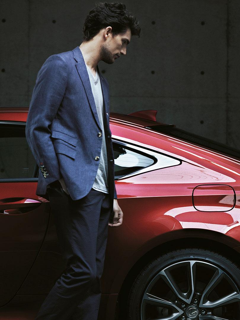 Lexus RC mit Mann