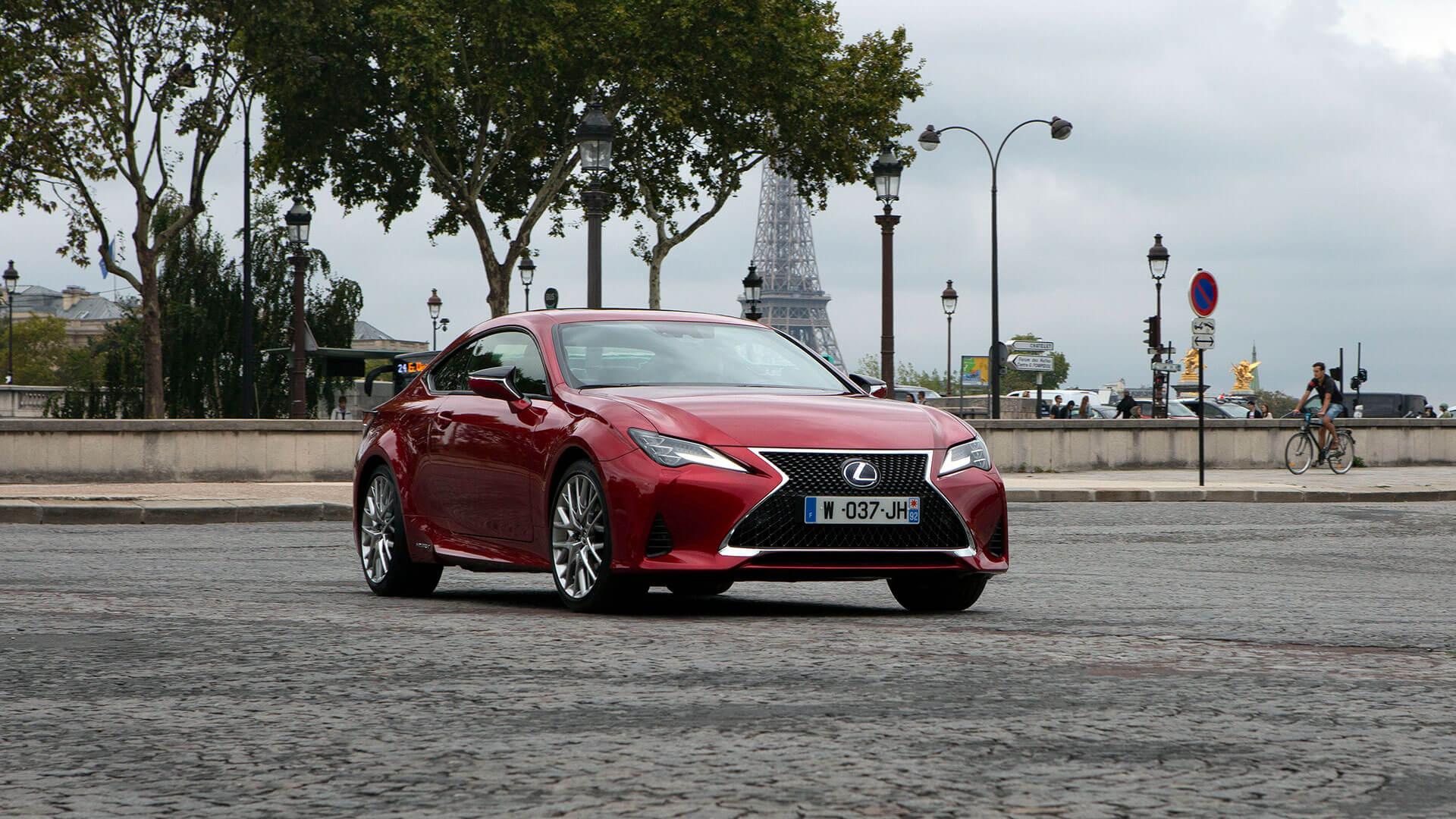 Lexus RC rot vordere Seitenansicht