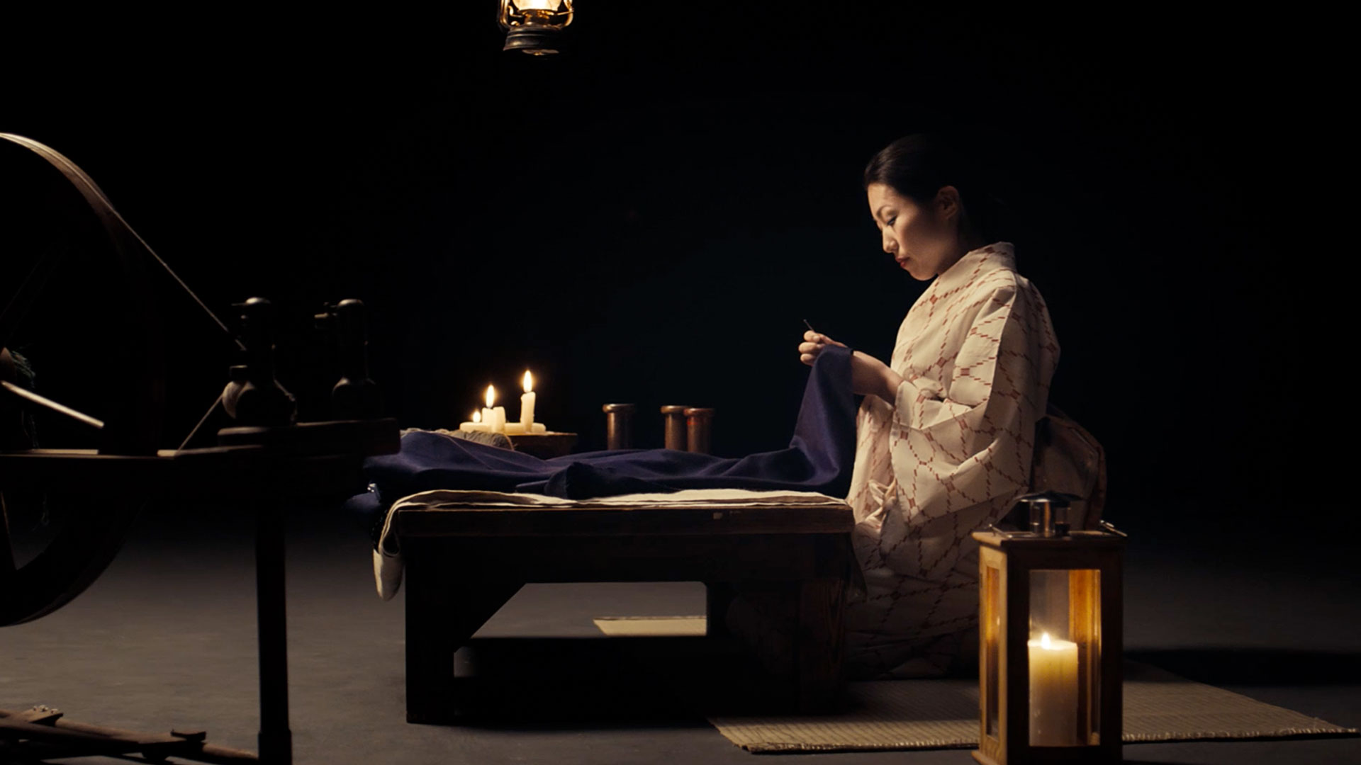 Lexus UX Frau in Kimono