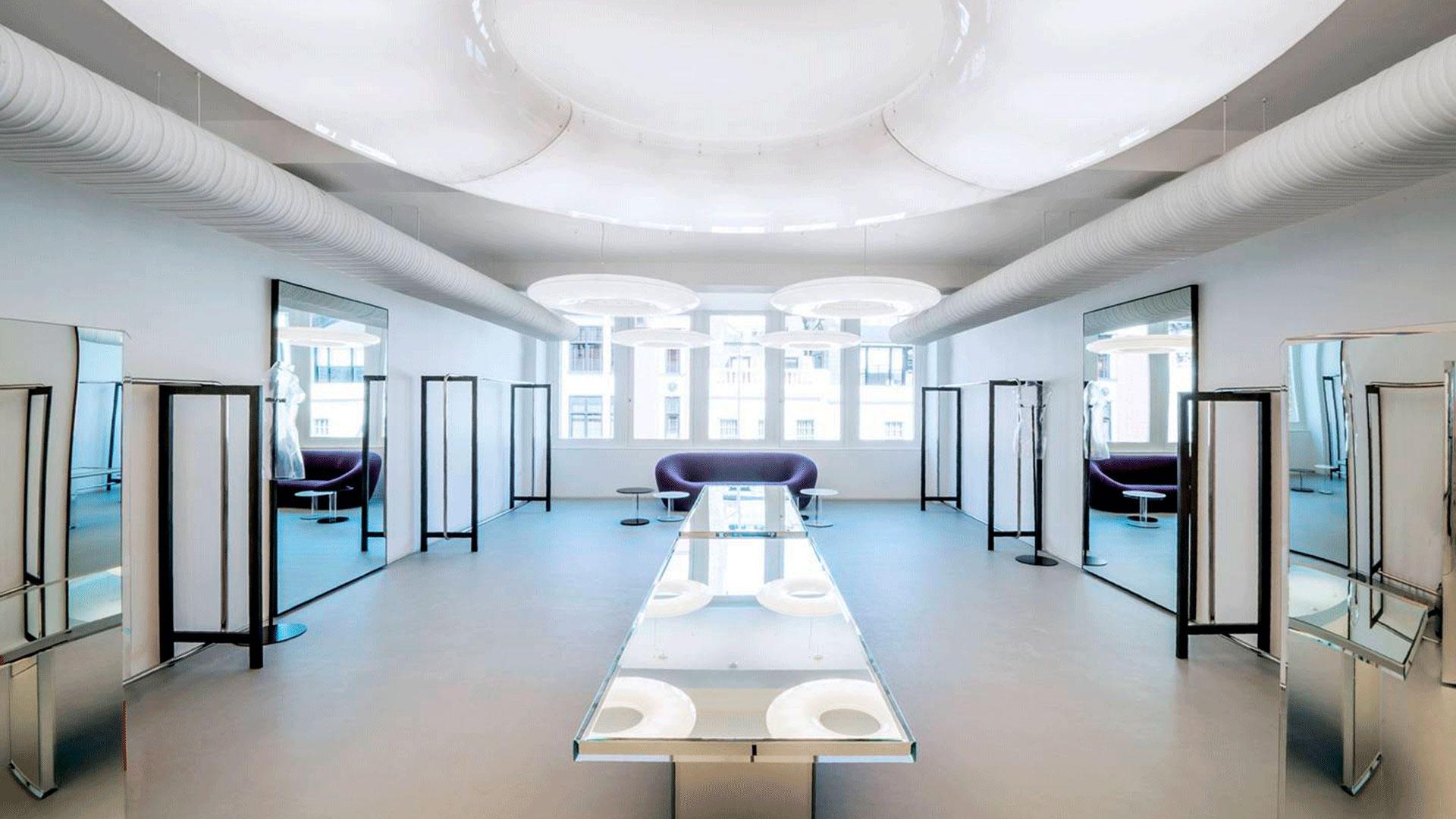 Interior de la tienda insignia de Alaïa en Bond Street