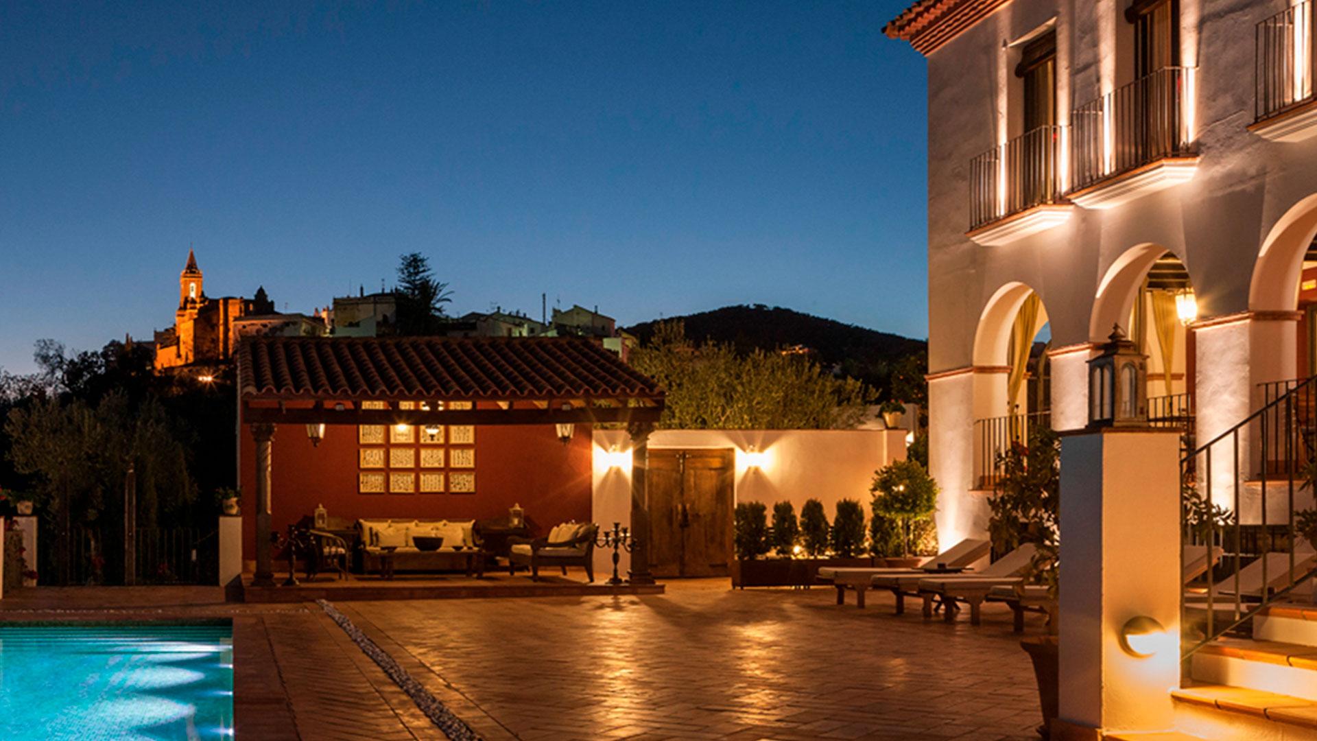En pleno Parque Natural Sierra de Aracena Huelva se encuentra Casa Vesta una villa de lujo única