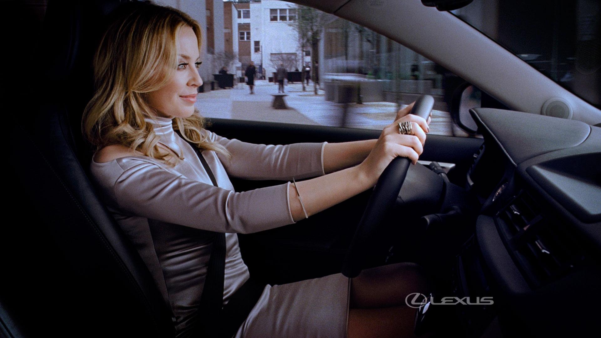 El Lexus de Kylie hero asset