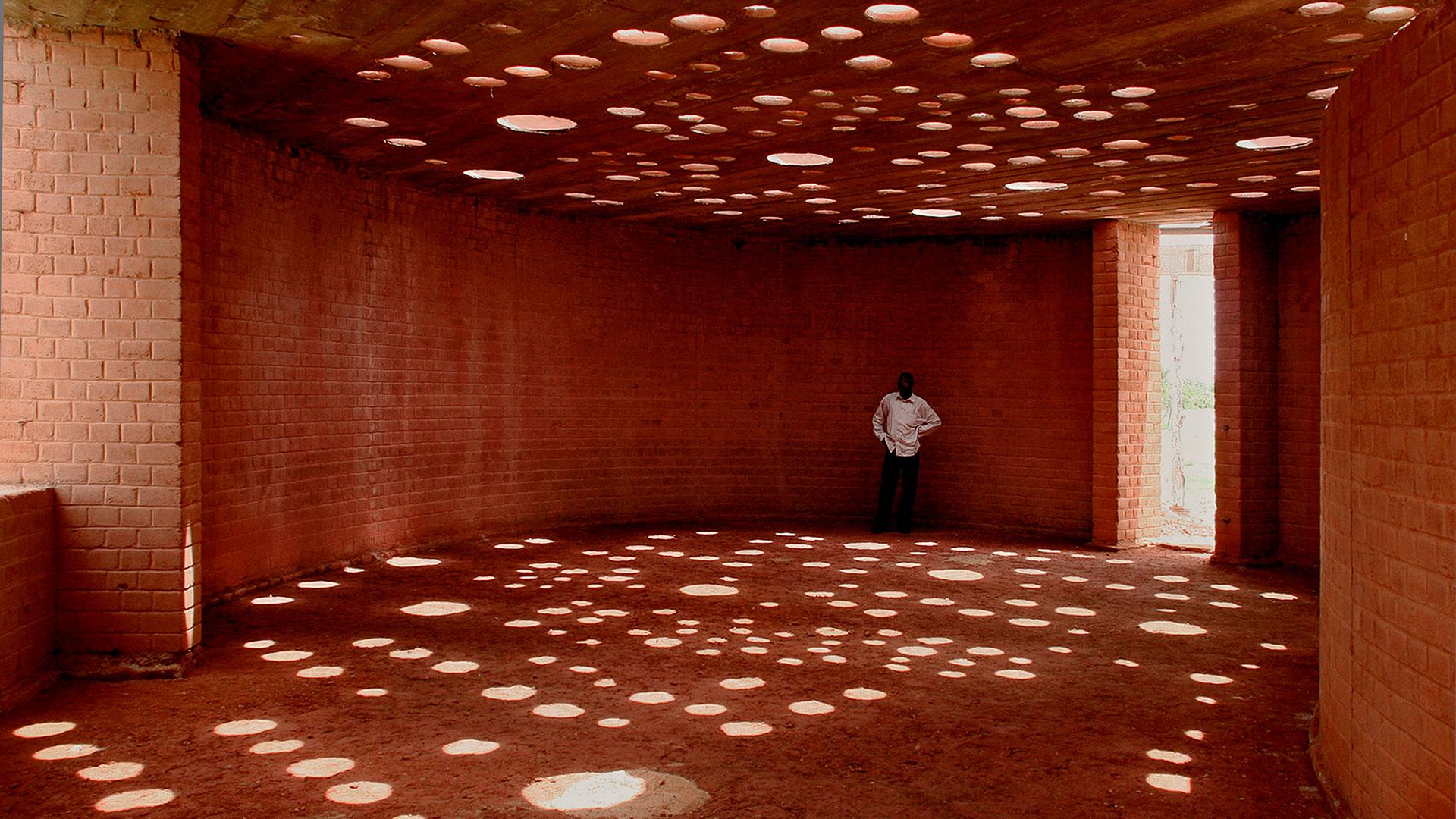 Imagen de un edificio proyectado por Francis Kéré