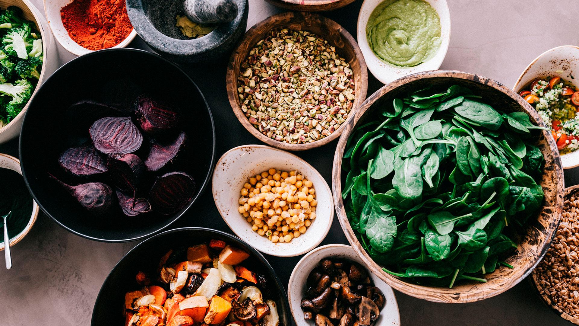 Bodegón de con comida de Honest Greens en Madrid