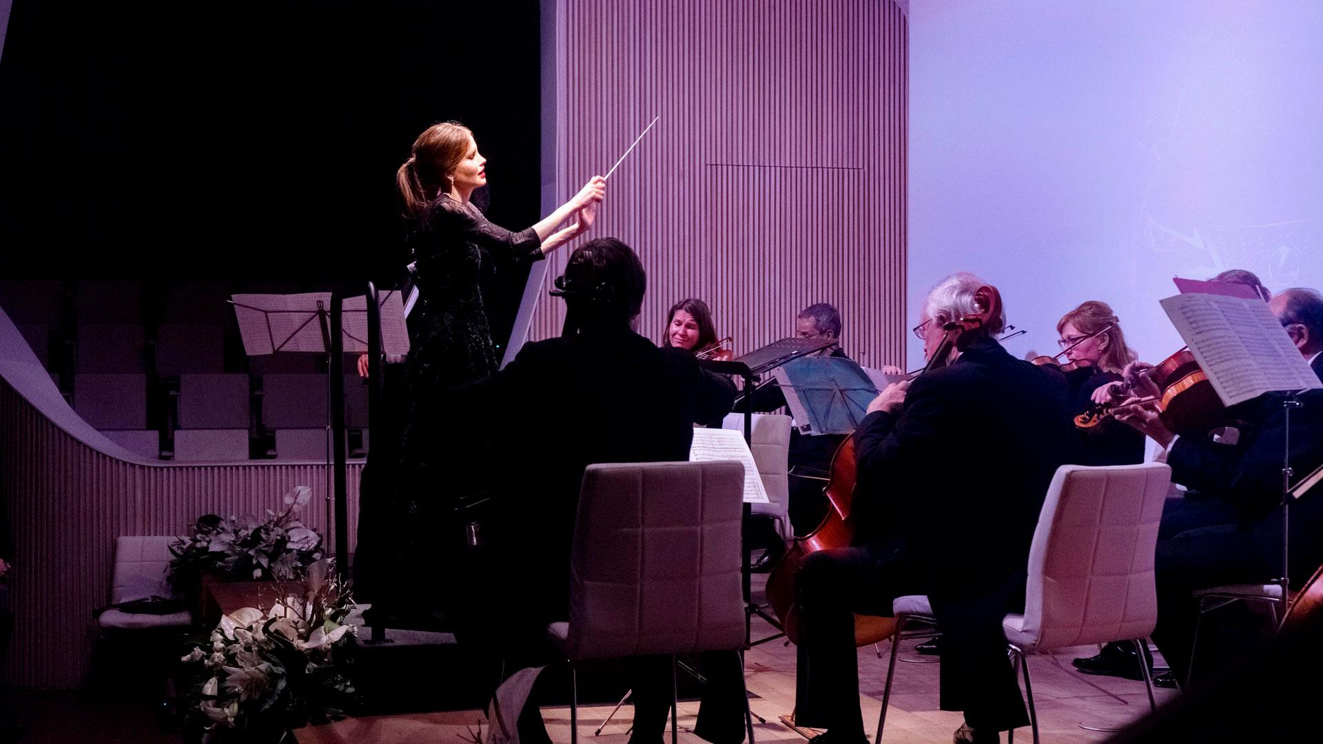 Imagen de la directora de orquesta Inma Shara