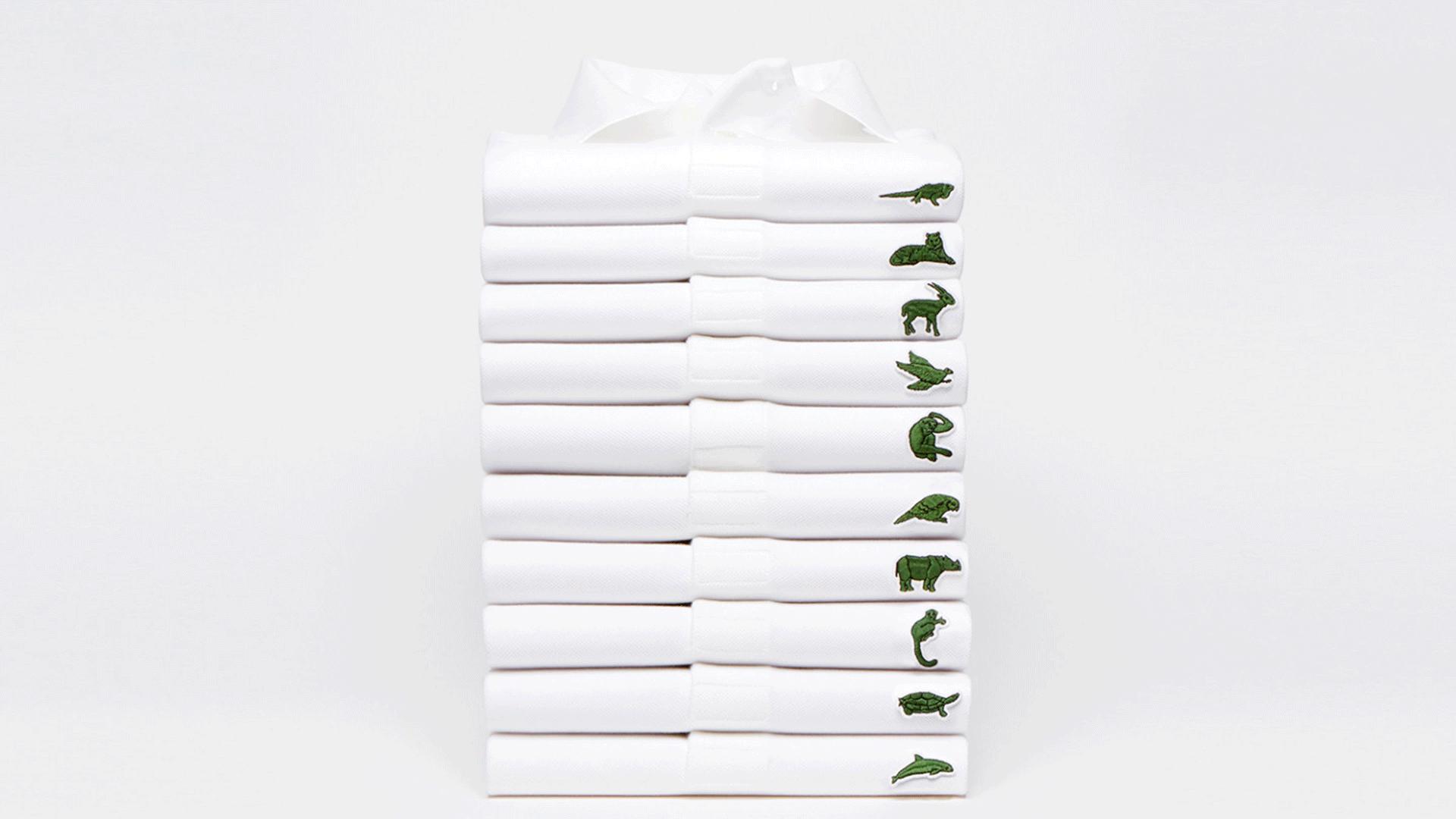 Polos blancos de Lacoste apilados cada uno con una especie animal diferente sustituyendo al logo