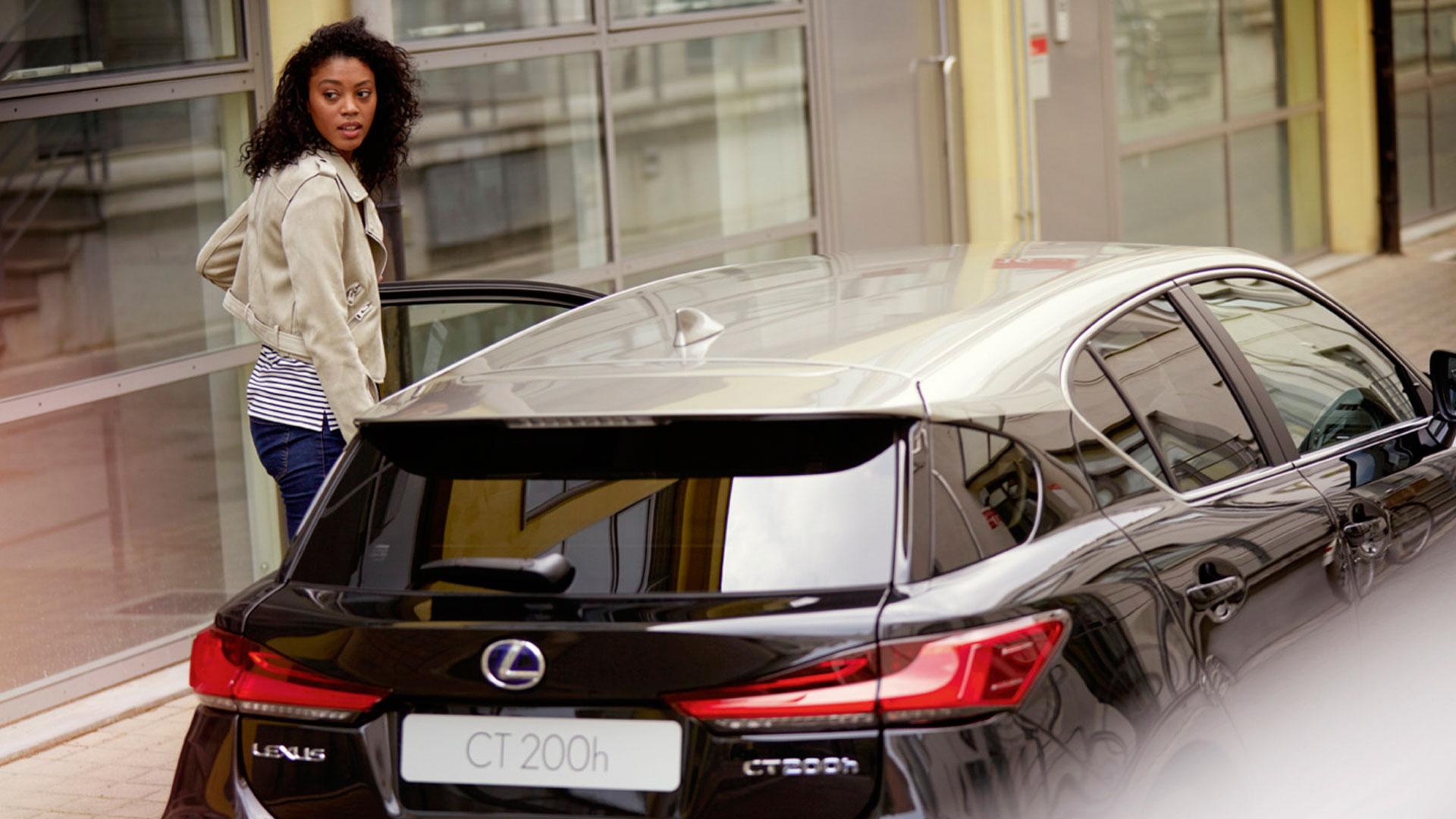 Parte trasera del nuevo Lexus CT 200h Black Grey Edition