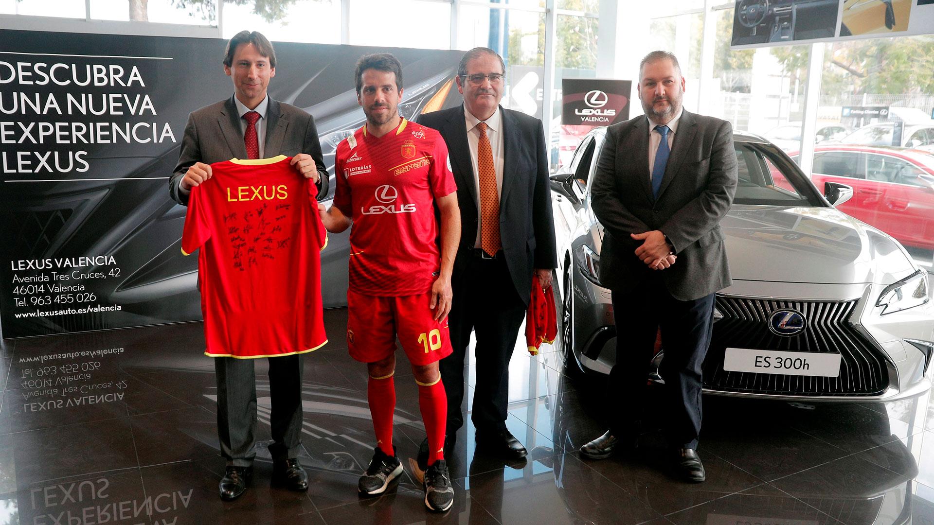 La selección española de hockey en el concesionario de Lexus Valencia