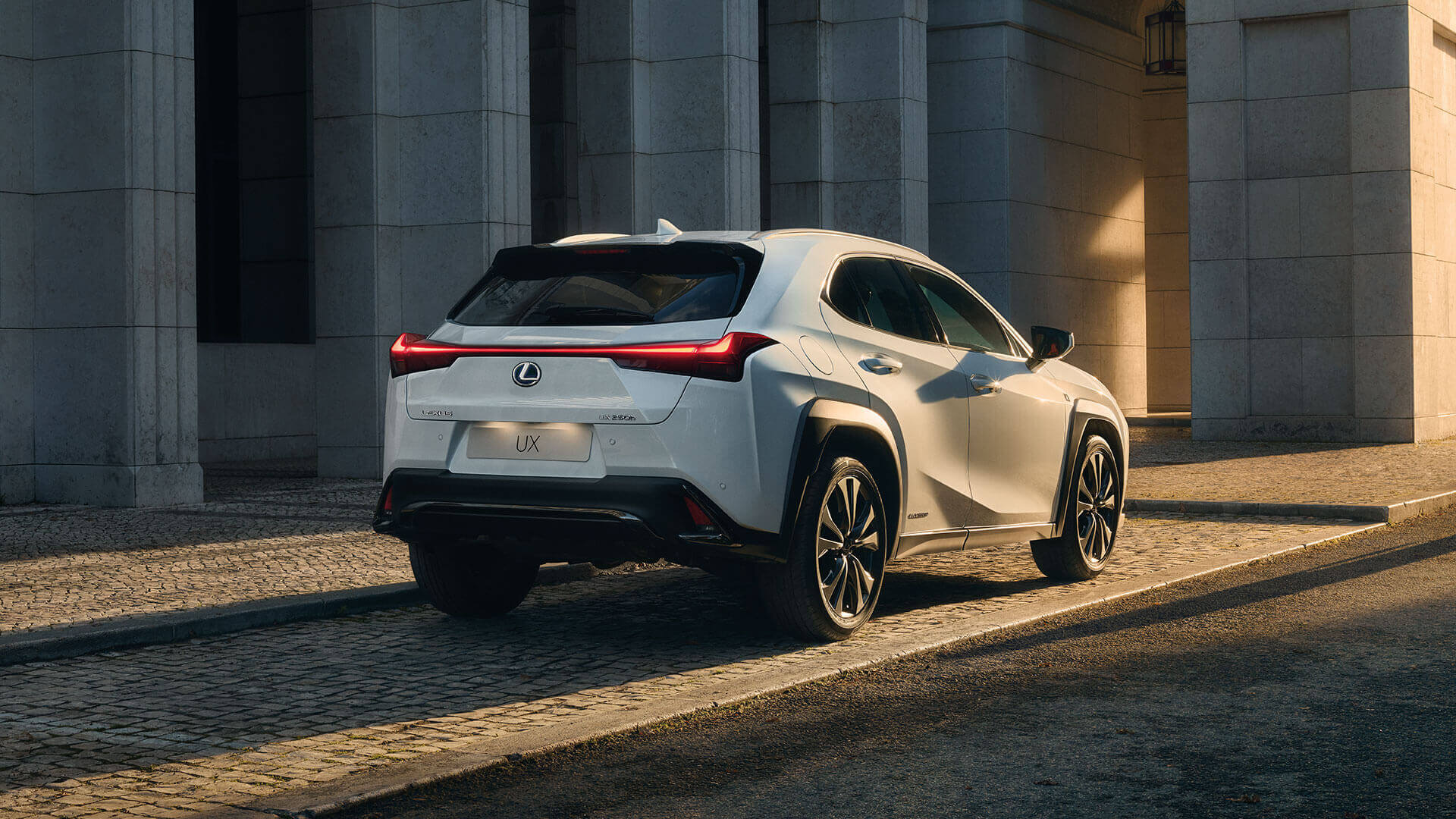 2019 lexus uk ux gallery exterior 03