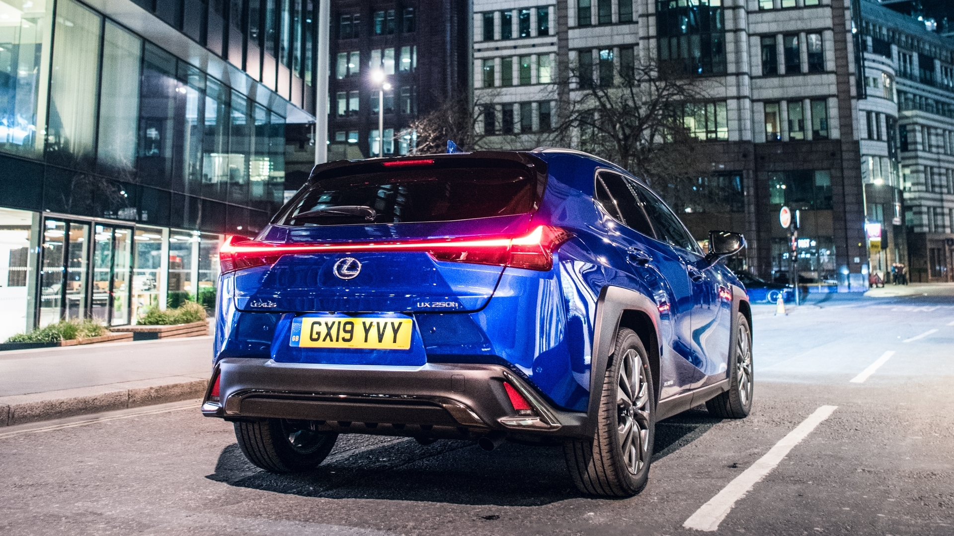 august 2019 lexus uk ux gallery exterior 06
