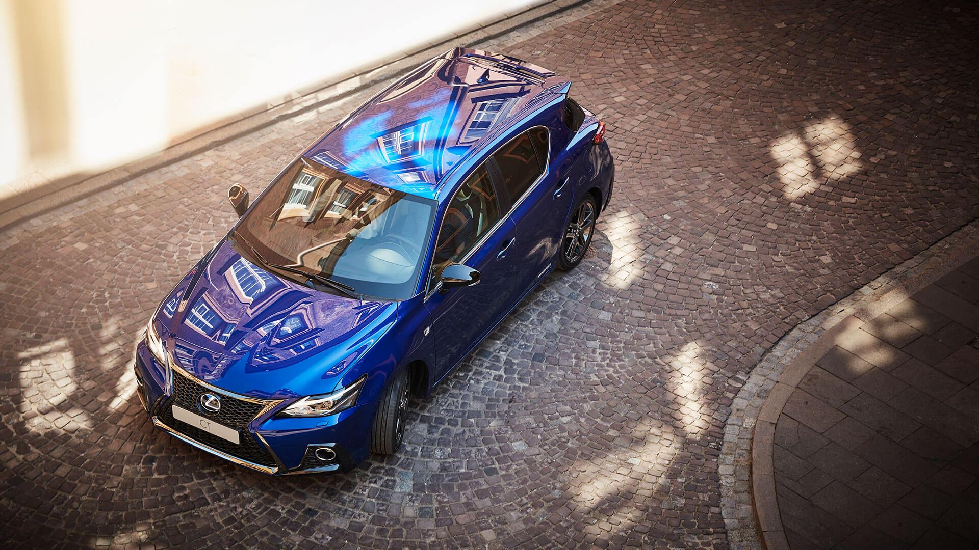 Zijkant blauwe Lexus CT 200h