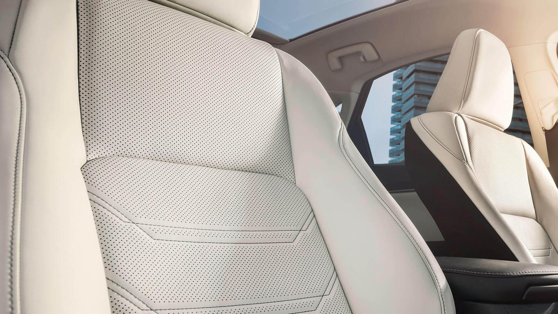 Witte interieur van een Lexus NX 300h