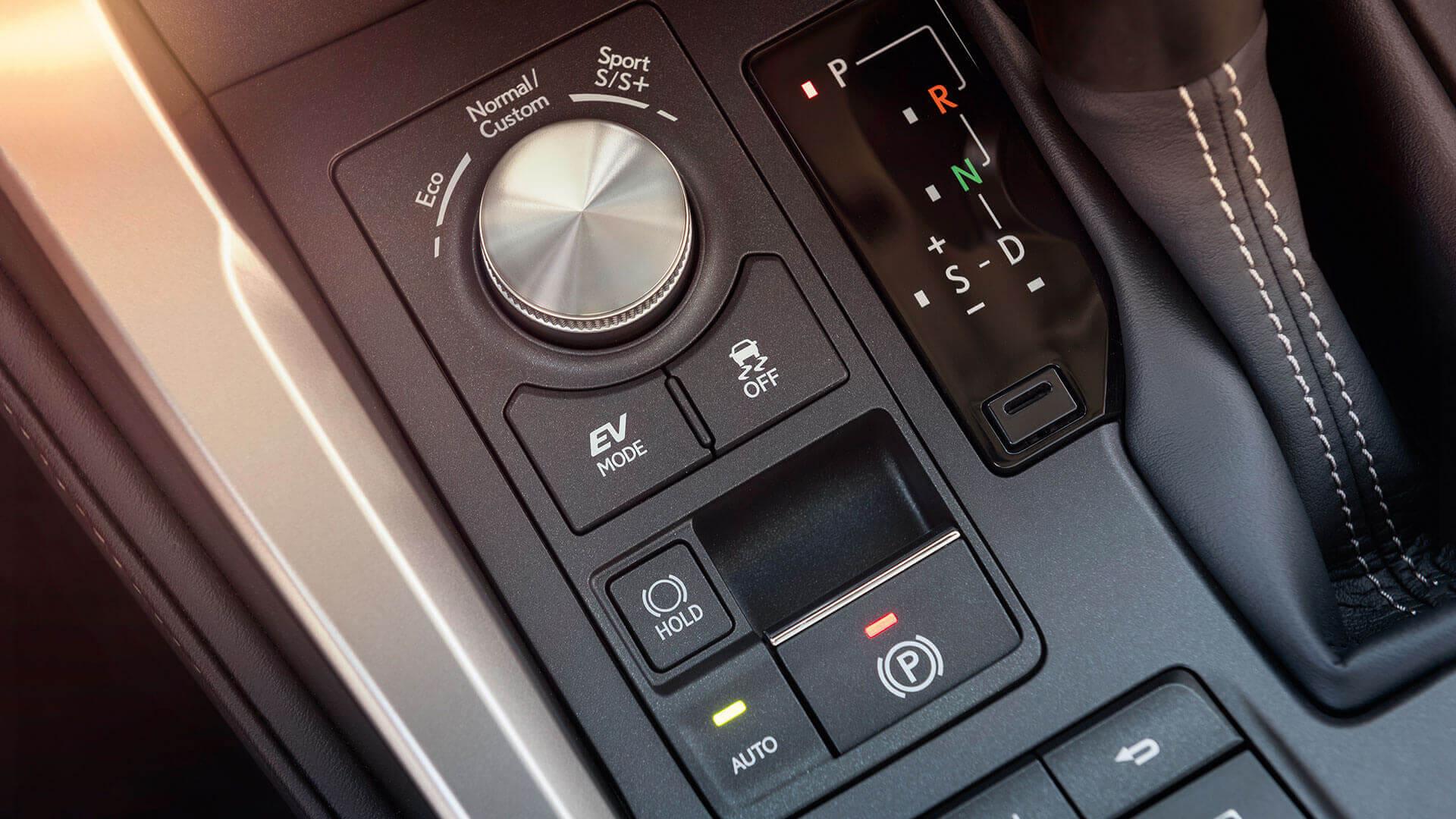 Bedieningspaneel van een Lexus NX 300h