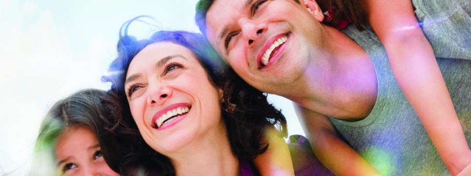 960x360 smiling family