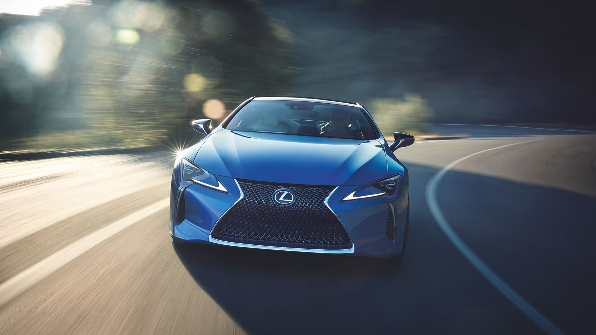 Lexus LC 500h i fargen Structural Blue Sett forfra