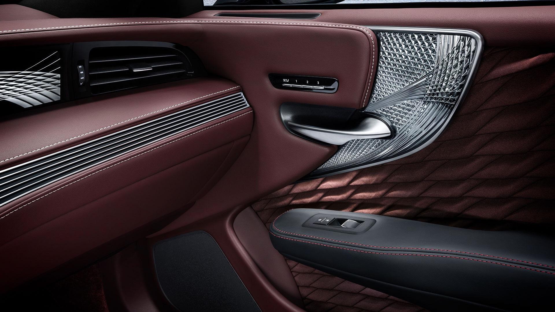 Lexus interiør laget av Takumier de beste håndverksmesterene