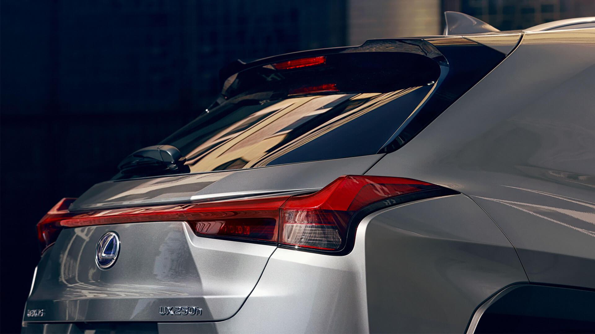 2018 lexus ux ru areo stabilising rear light
