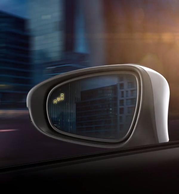 Lexus-RX-lüks-SUV-hibrit-otomobil-yan-ayna-güvenlik-sistemi